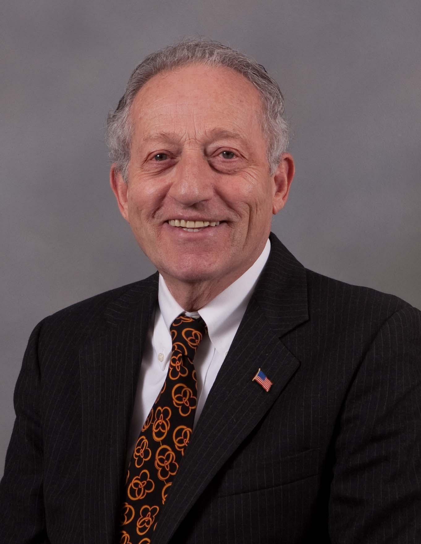 Professional photo of Bob Landau